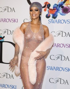 rihanna-arrives-council-fashion-designers-america-cfda-awards-lincoln-center-new-york-june